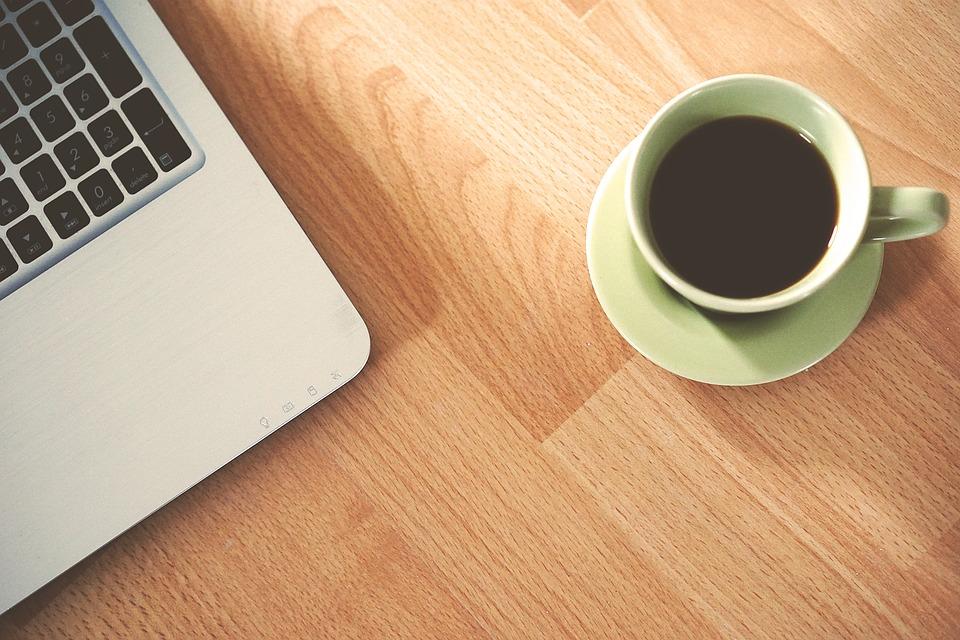 kaffe og computer